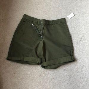 Gap size 12 army green shorts NWT